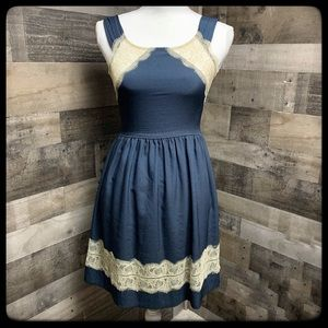 Bar III XS navy/cream form fitting dress.